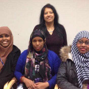 Fire utenlandske kvinner på et møte